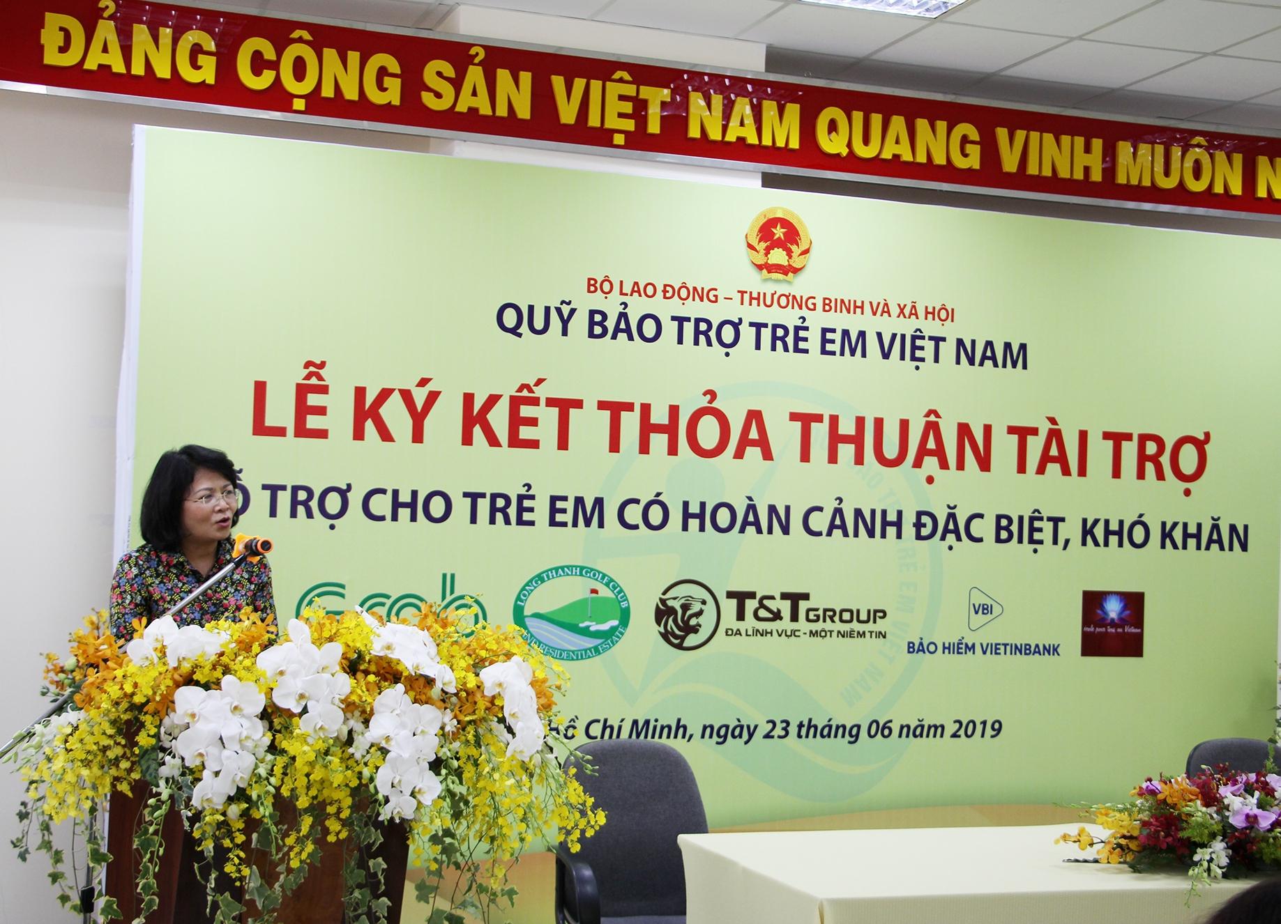 Bà Nguyễn Thị Ngọc Thịnh- Phó Chủ tịch nước, Chủ tịch Hội đồng Bảo trợ Quỹ trẻ em Việt Nam- phát biểu tại Lễ khai mạc Giải bóng đá trẻ em có hoàn cảnh khó khăn