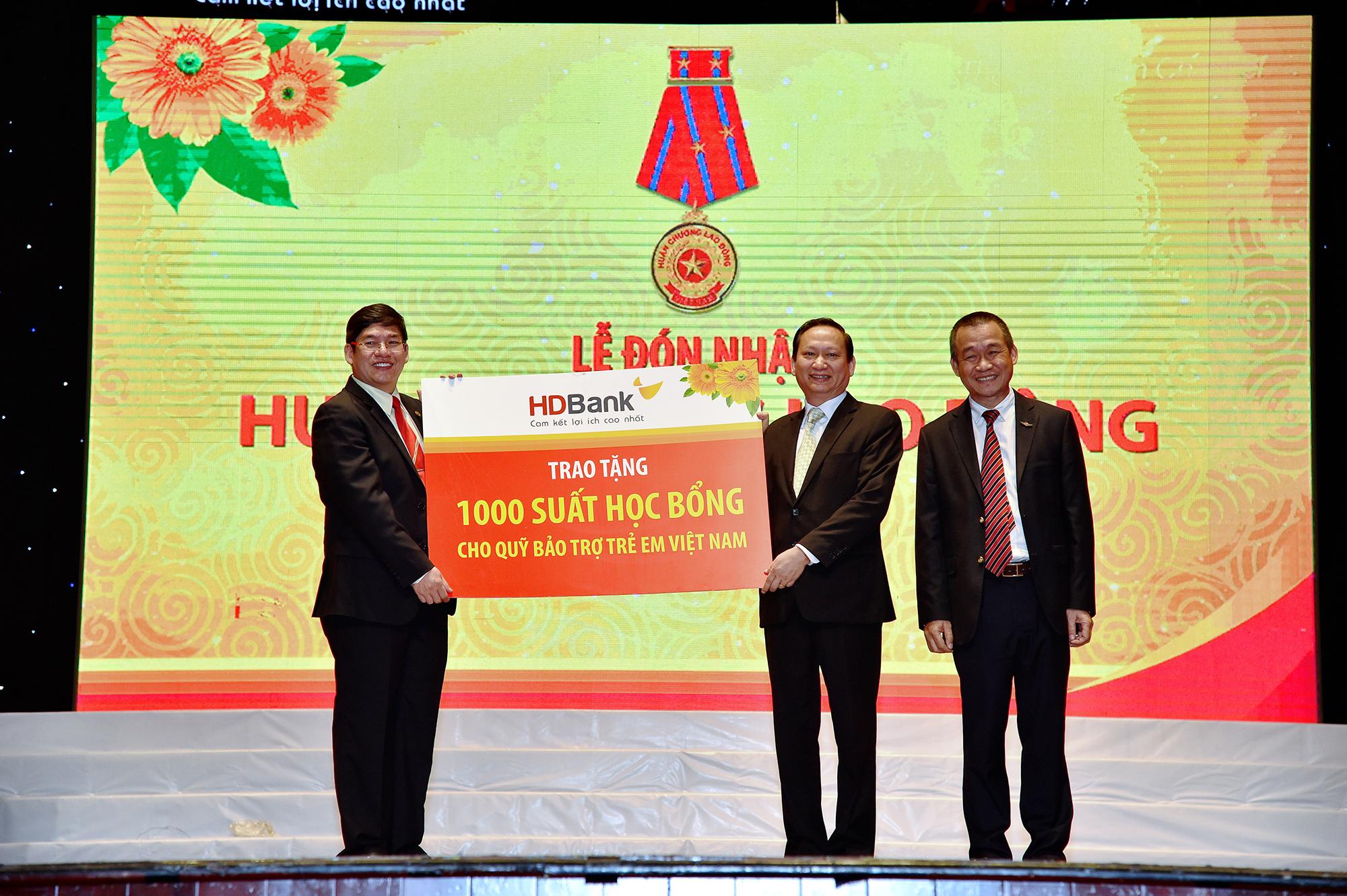HDBank trao tặng 1, tỷ đồng cho Quỹ Bảo trợ trẻ em em Việt Nam hồi tháng 1/2019.